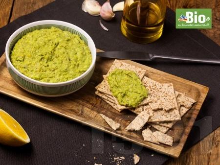 Вегетариански пастет от леща с авокадо и билки - снимка на рецептата